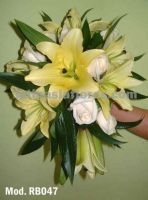 light yellow oriental lilies bouquet with a touch of ivory roses