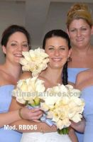 bridesmaid bouquet. combination of calla lilies and ivory roses