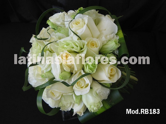 white roses and white lisianthud bouquet
