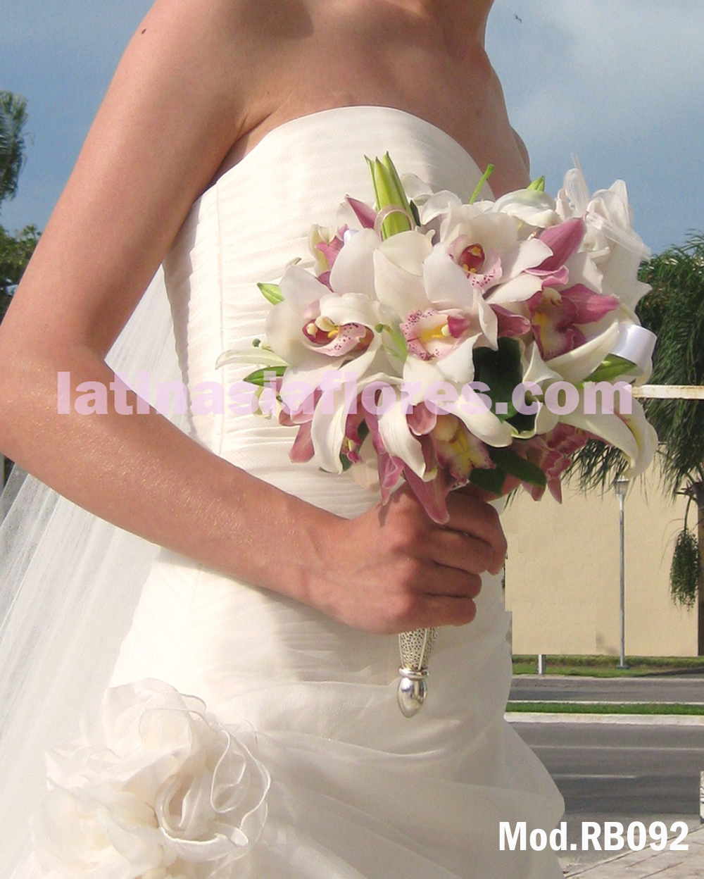combination of cymbidium orchid and oriental lilies bouquet