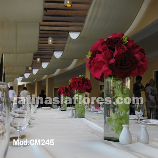 fyusha roses and red roses with green dendrobium orchids wedding centerpiece