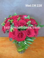 red roses and hypericum wedding centerpiece
