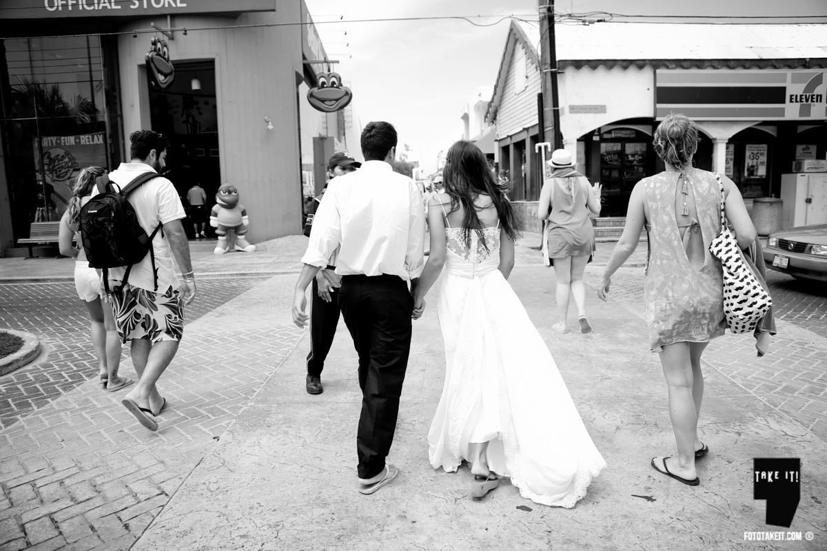 Trash the Dress - Isla Mujeres by Take it Photo  Photographes: Lupe Argüello and Agustin Bocci Dress: Emilia Ferreira