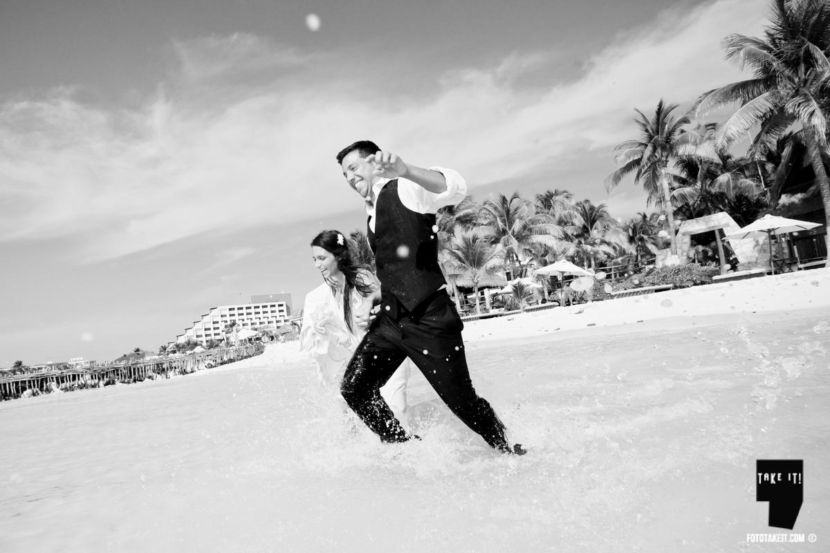 Trash the Dress - Isla Mujeres by Take it Photo  Photographes: Lupe Argüello and Agustin Bocci Dress: Emilia Ferreira   #candid  #boho #dress #isla mujeres #photos #trash the dress