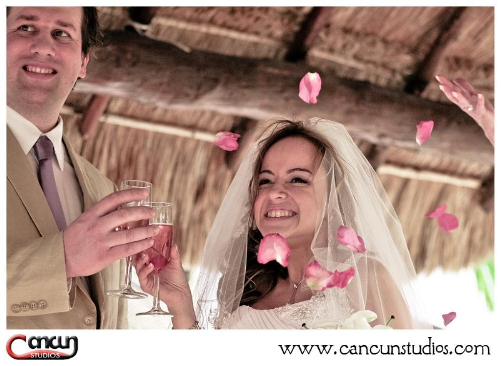Sandos Playacar Destination Wedding photography by Cancun Studios www.cancunstudios.com