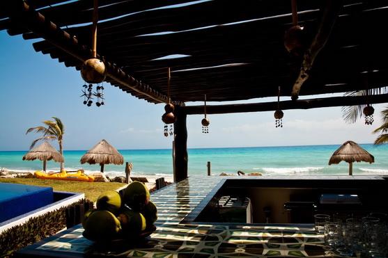Le Reve beach bar