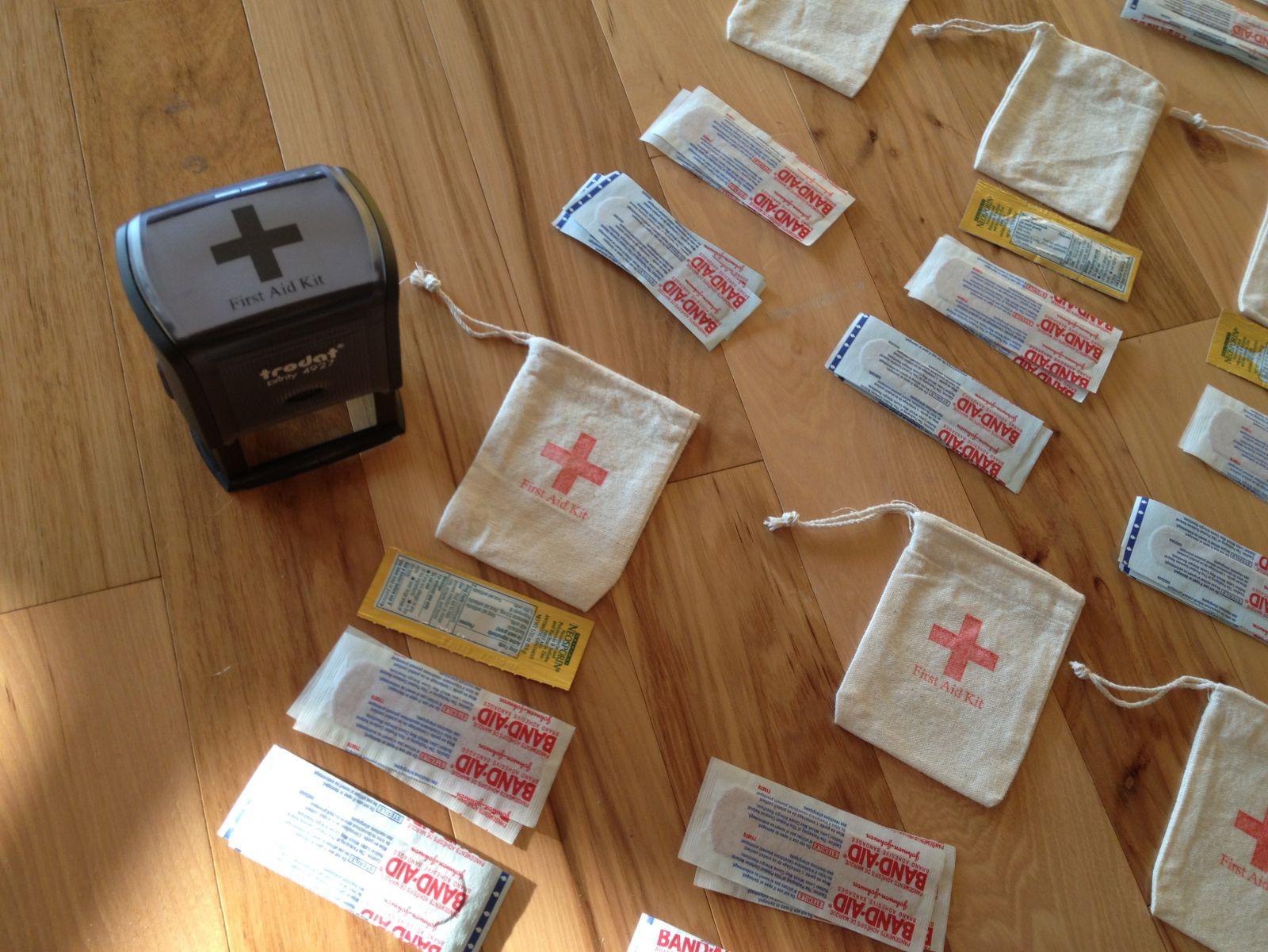 Cute First-Aid Kit Stamp+6 mini canvas bags+4 beach bags