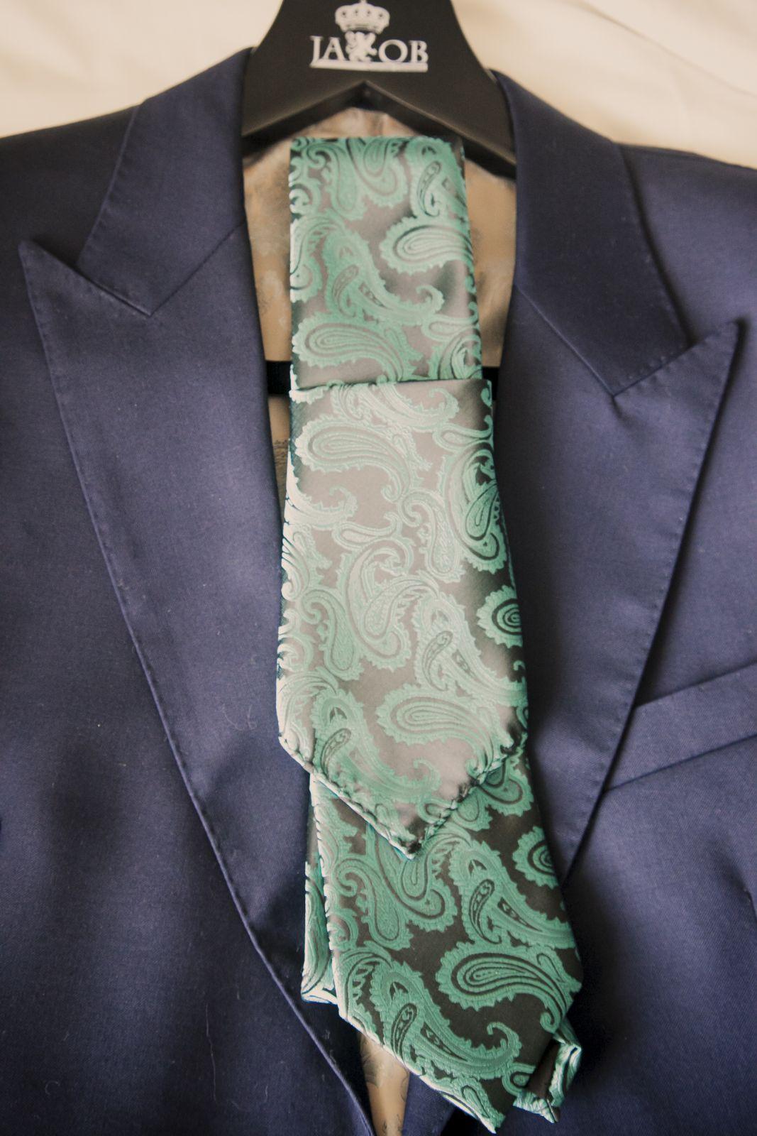 The groomsmen's suit and ties
