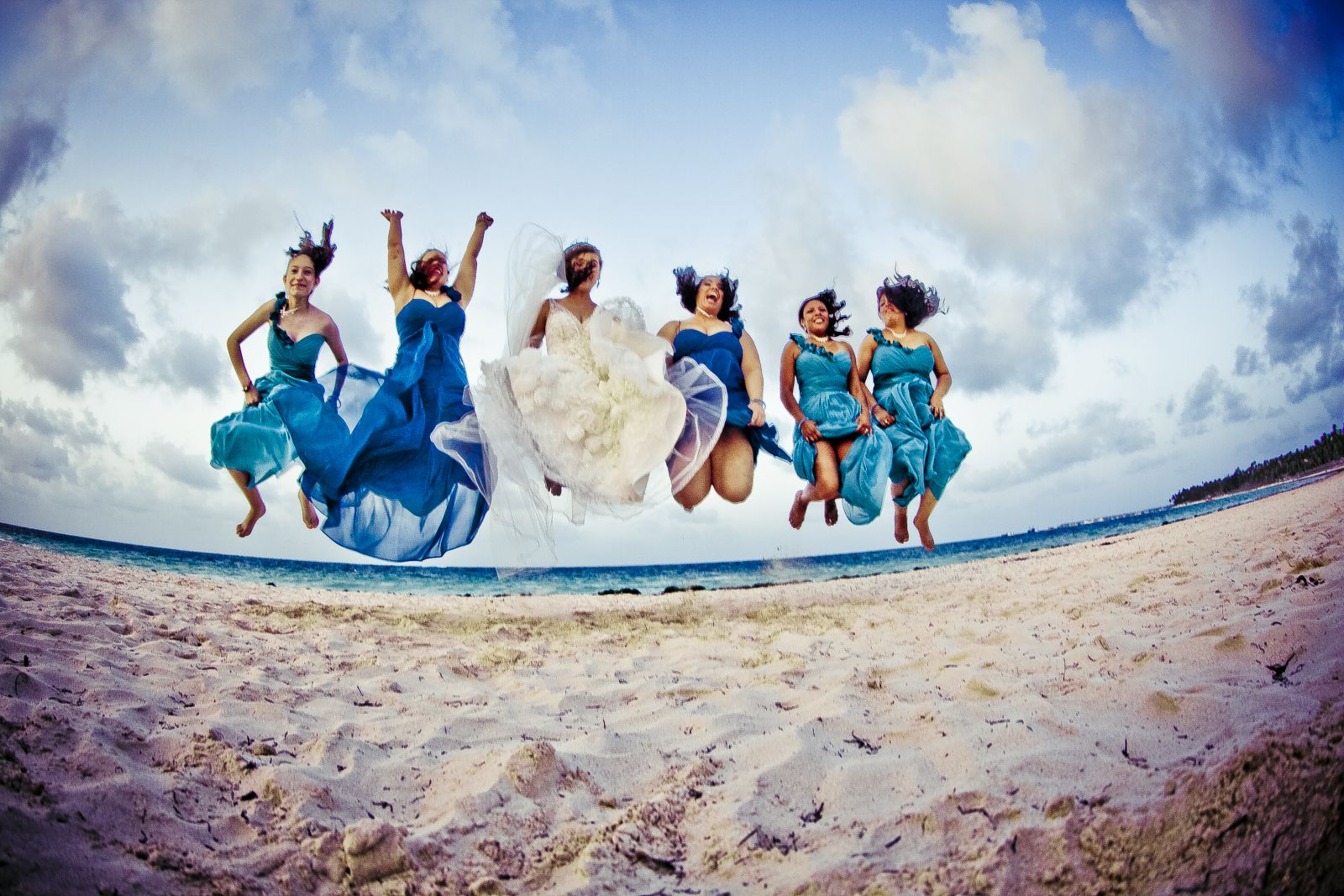 This took way too many takes lol One of my bridesmaids kept landing before everyone else