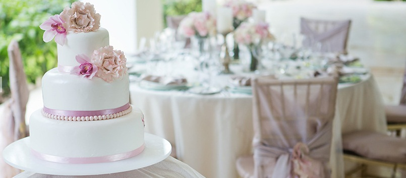 Pure Glamour   Cake Table