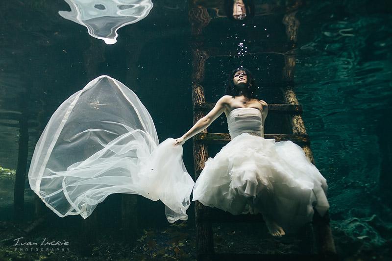 Mitzi+Carlos - Underwater Trash the Dress photographer - Ivan LuckiePhotography-1.jpg