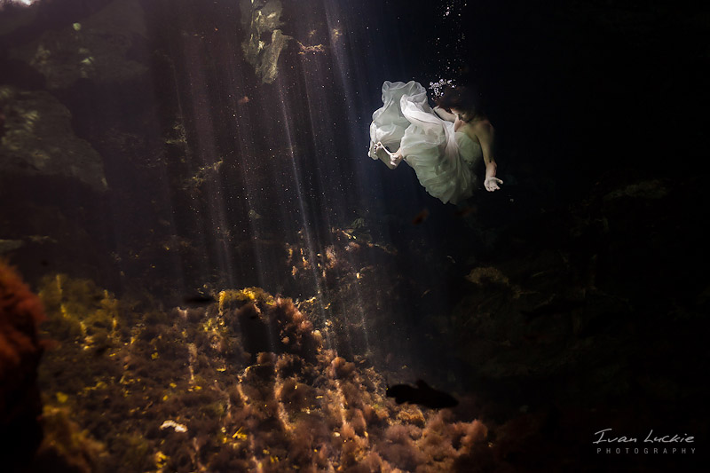 Underwater Cenote Trash the dress photography - Ivan Luckie Photography-1.jpg