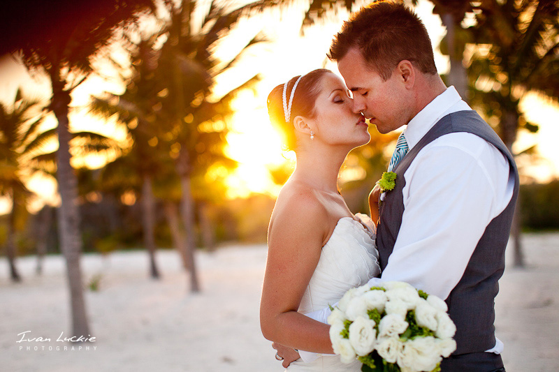 kissing bride-8201.jpg