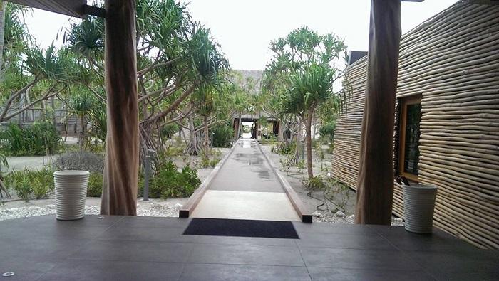 Brando entrance