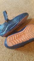 Girls Crocs Size 9 Glitter Modpodge (2)