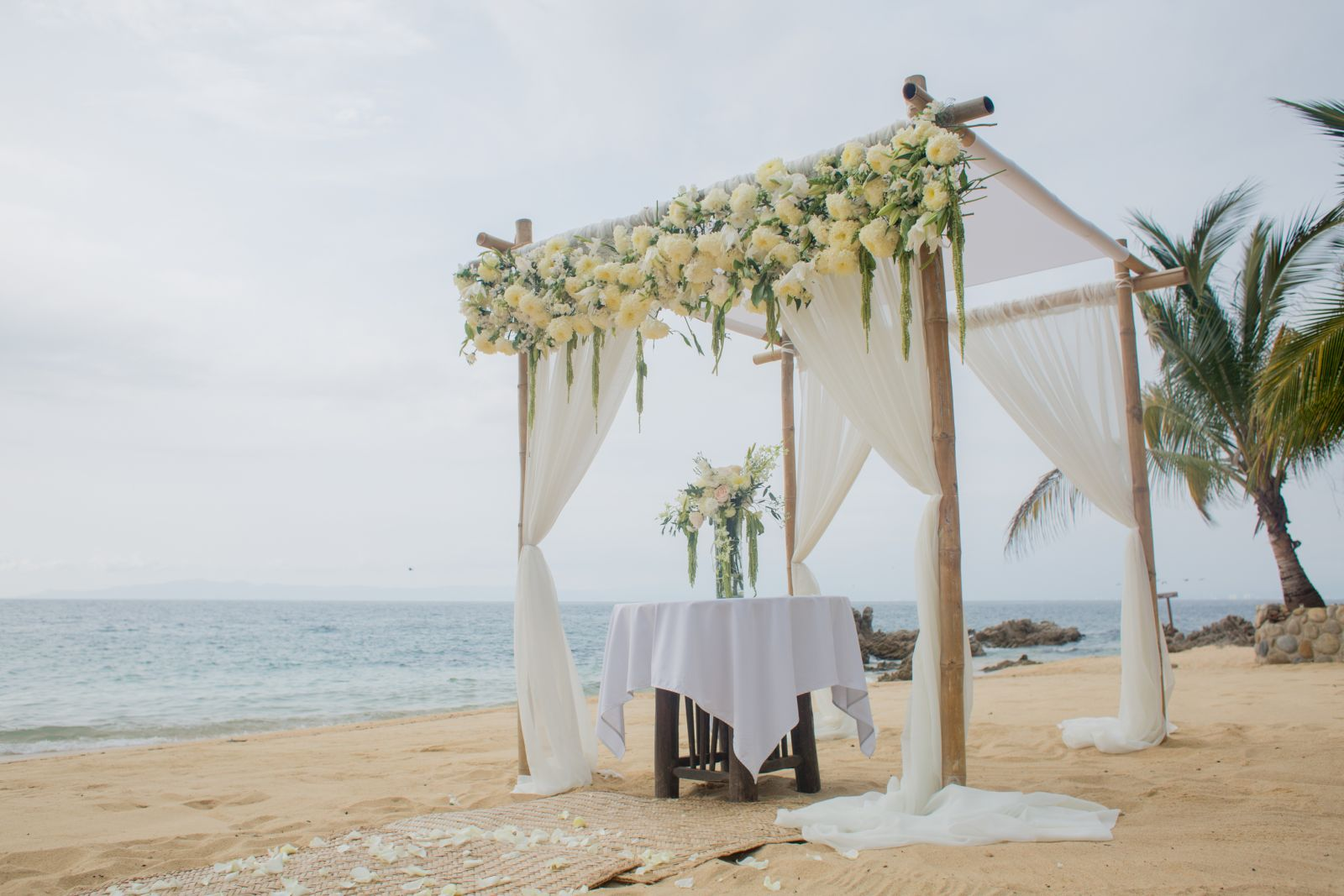 Beach chuppah trendy style-Beautiful and original style that creates trends.