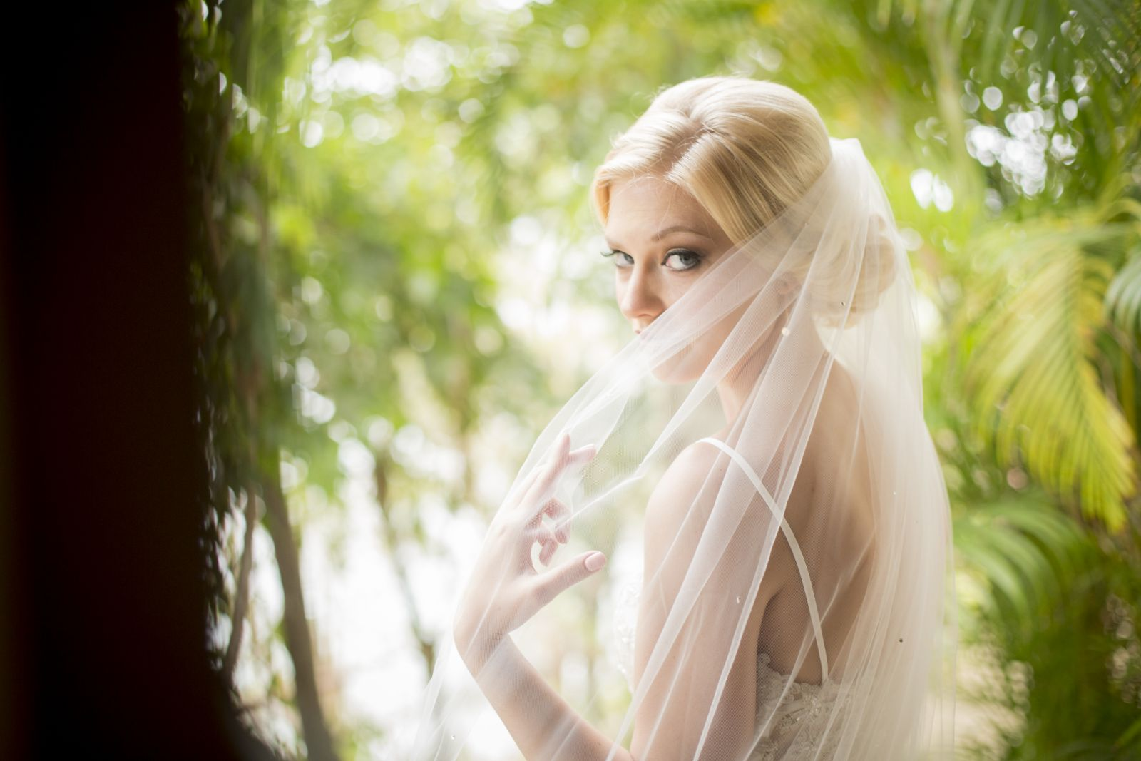 Beautiful and natural wedding look