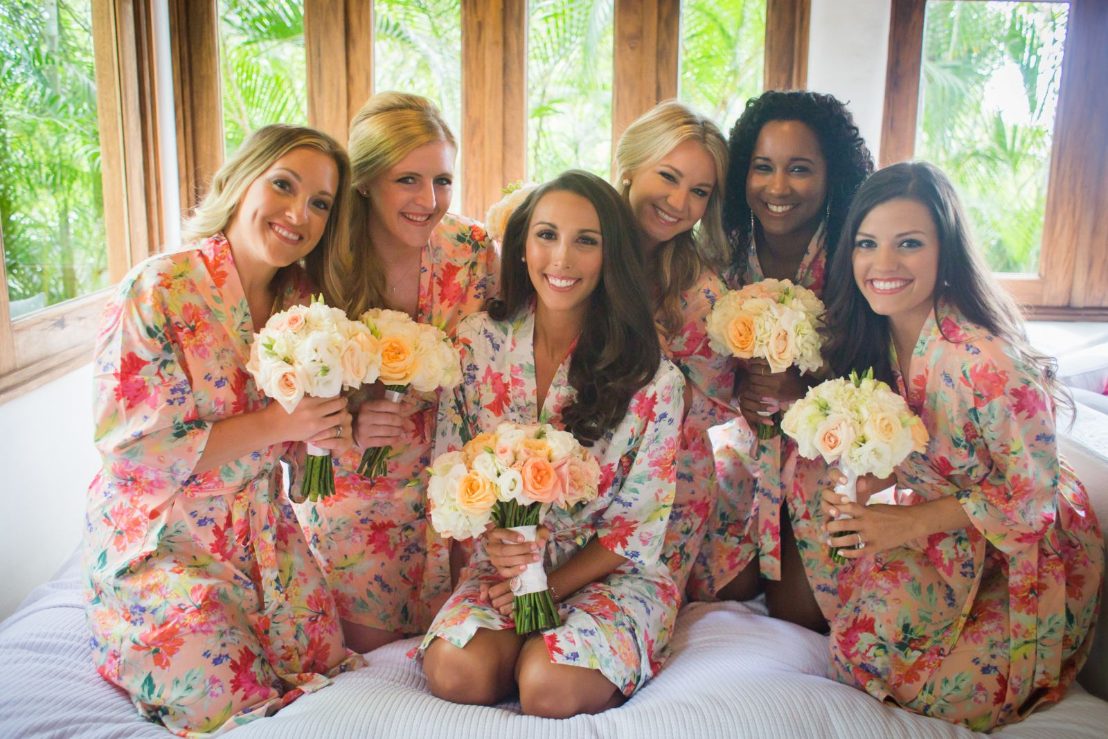 bride and bridesmairs bouquets