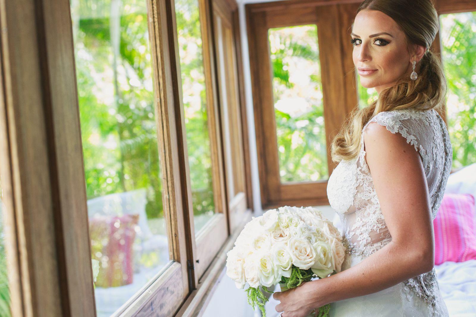 K&J lasCaletas 142 white roses for bridal bouquet