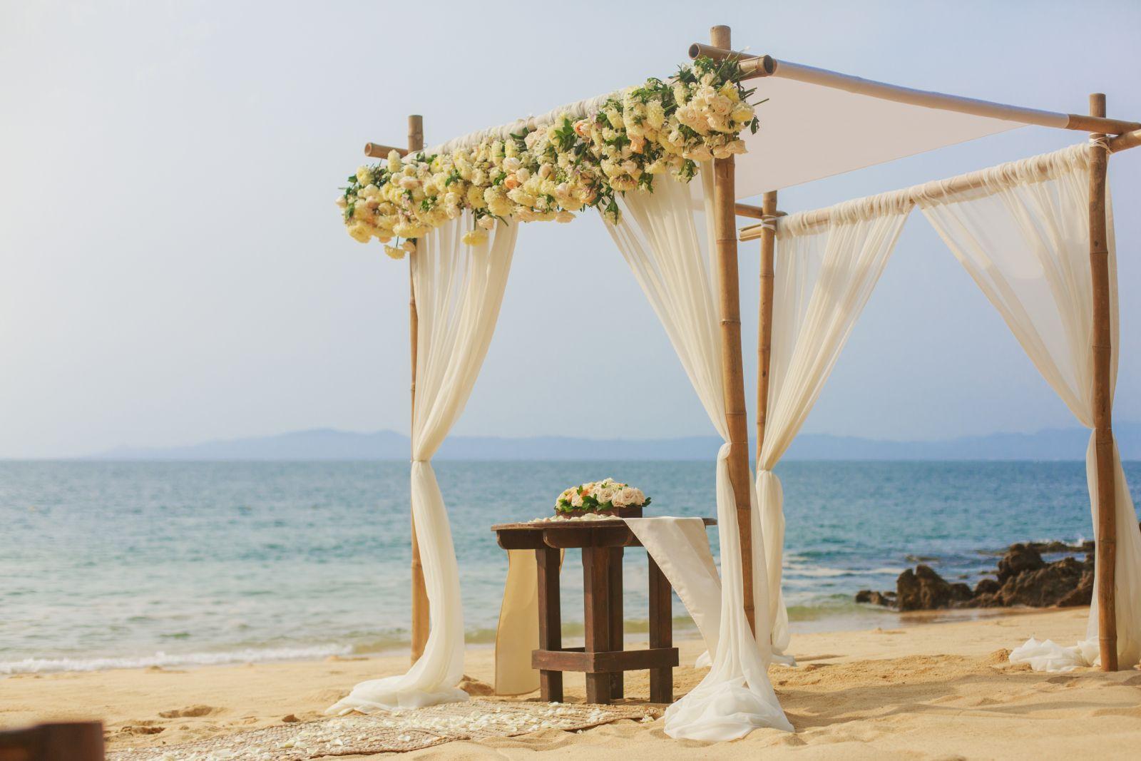 K&J lasCaletas, Trendy style for a beach wedding