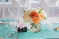 little centerpieces with a polaroid as a great detail to  capture moments of your guests