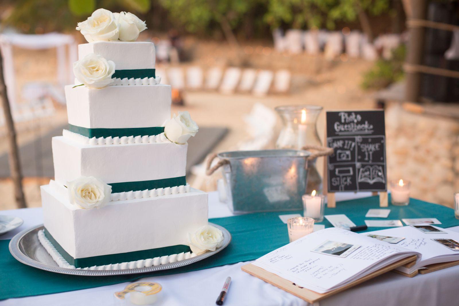 irregular design wedding cake