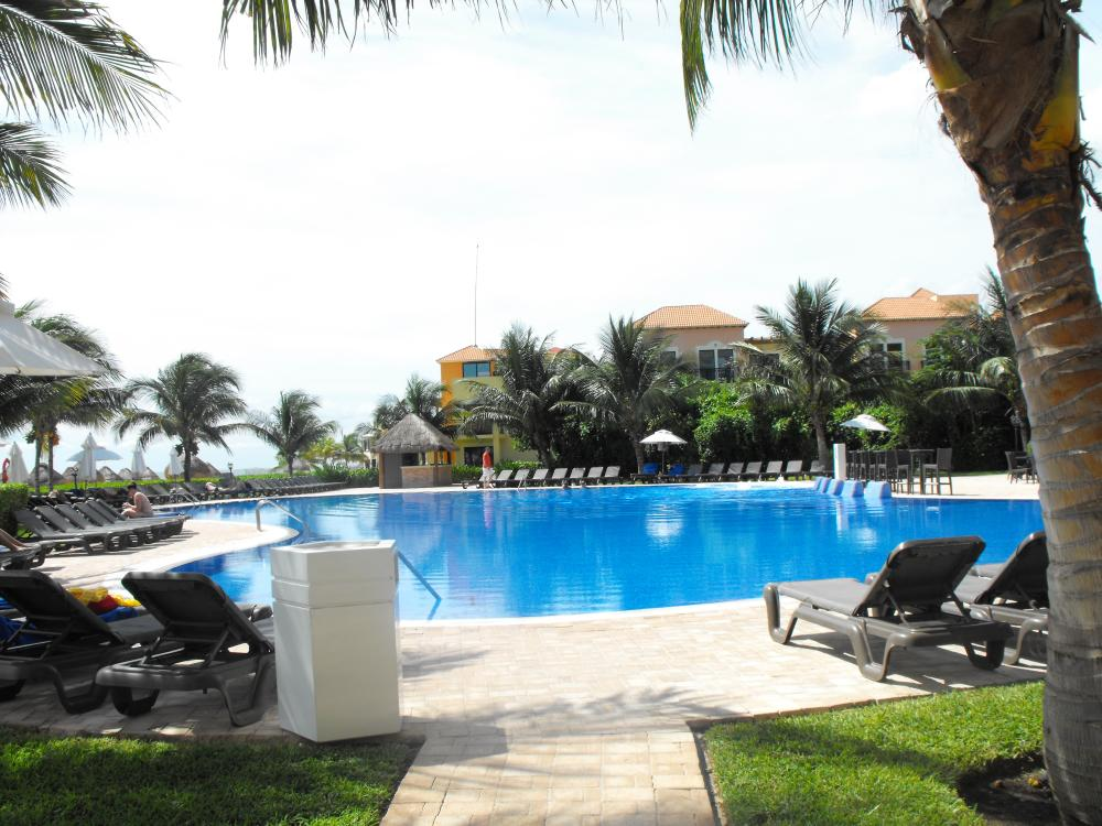 Pool area for both properties (Yes you can use all facilities, it does not matter which side you stay on)