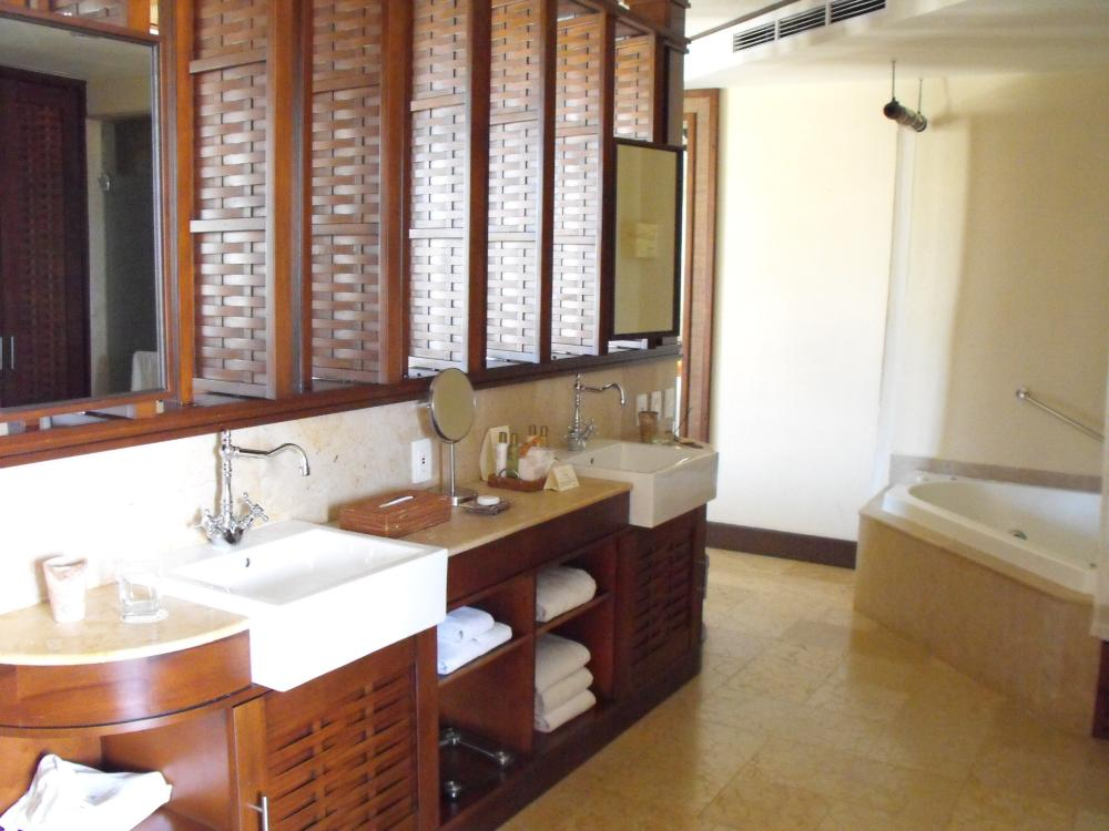 Bathroom in the higher room category's