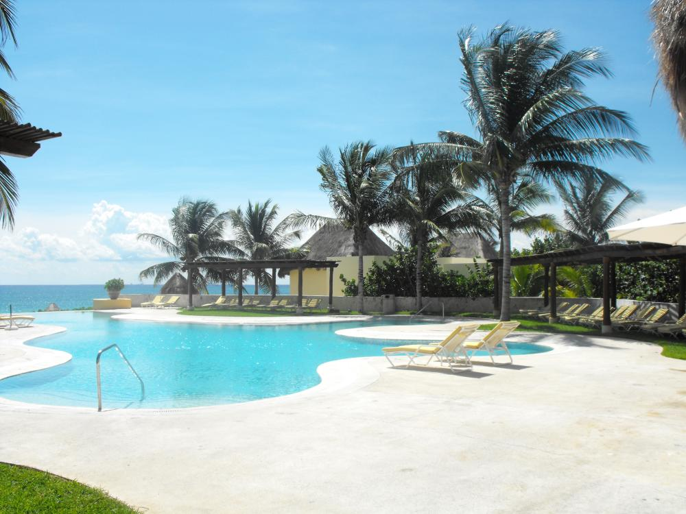 Main Pool, the view from the end is unbelieveable, nothing but ocean