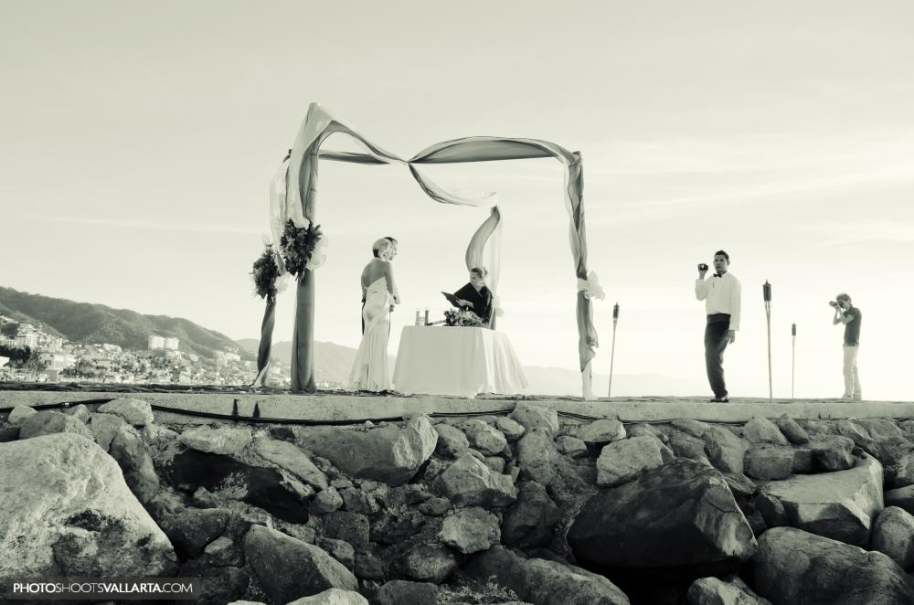 Photographers Eva Sica+Pierre Morillon www.PhotoShootsVallarta.com Location hotel Villa Premiere Puerto Vallarta | Mexico Wedding coordinator Gabriela Saucedo Dress Polina Pantyushina www.pantyushina.com