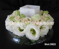 ivory roses and white lisianthus centerpiece