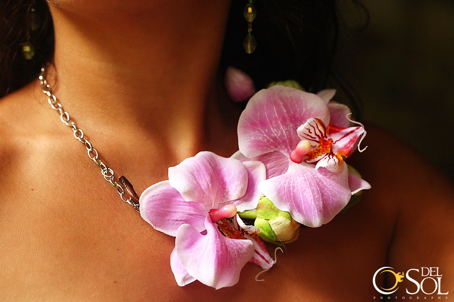 Another mixed elements design with exotic orchids and chain for a tropical goddess look :) ♦♦♦♦♦♦♦The ℬond Girl Collection!♦♦♦♦♦♦♦