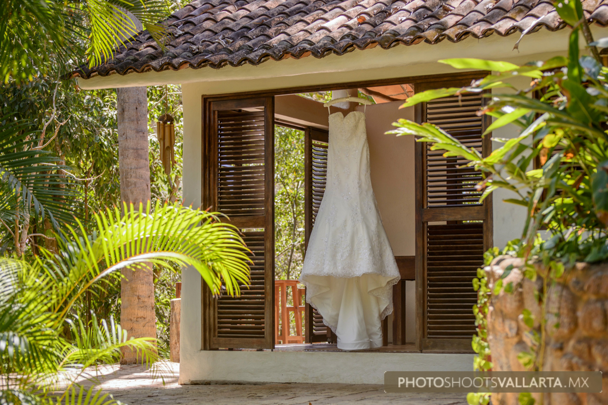 Photography by Eva Sica and Pierre Morillon for www.photoshootsvallarta.com