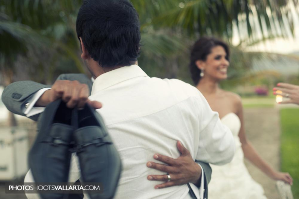 Pamela+Salvador | November 2011 Wedding in La Tranquila, Punta Mita, Mexico | by Eva Sica, http://www.PhotoShootsVallarta.mx