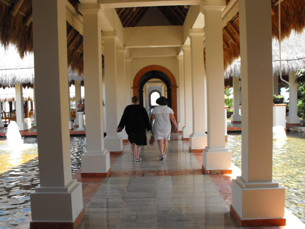I loved the hallways throughout the property, it was lovely, this really did not feel like a big resort and had plenty to offer.