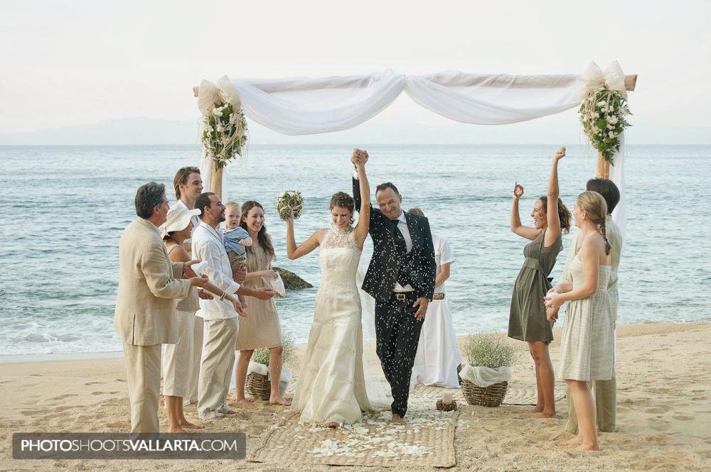Wedding in eco chic hotel Xinalani, Puerto Vallarta, Mexico Photographer Eva Sica, PhotoShootsVallarta.com