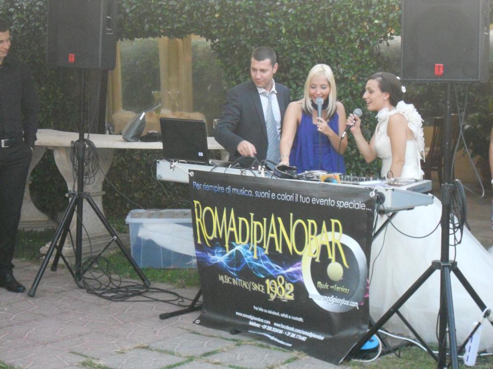 A Special Singer in consolle... http://www.weddingdj.it info@romadjpianobar.com