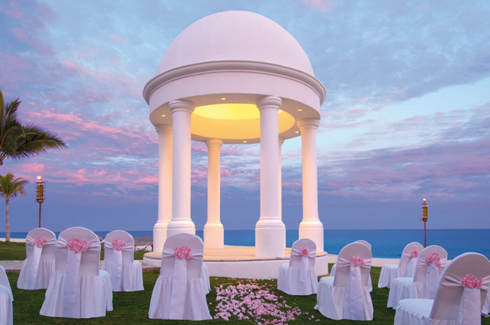 www.crystalwaterweddings.com Experienced travel agents who strongly value providing first class service and have a deep passion for destination weddings.    Dreams Los Cabos Suites Golf Resort & Spa. The wedding gazebo at Dreams Los Cabos offering exquis