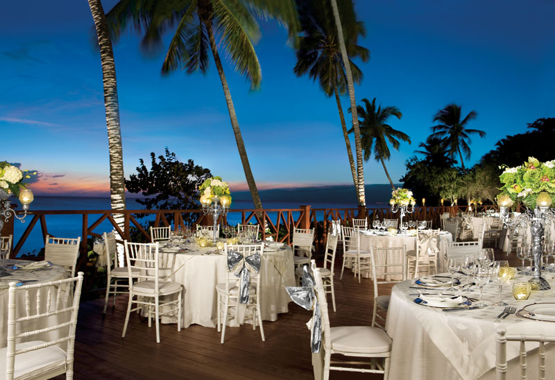 www.crystalwaterweddings.com Experienced travel agents who strongly value providing first class service and have a deep passion for destination weddings.  Dreams La Romana Resort & Spa.  The exquisite group dinner set-up at Dreams La Romana offers stunnin