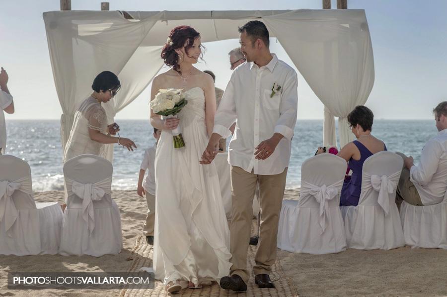 Wedding of Jane and Rowell in hotel Dreams Puerto Vallarta, Mexico Photographer Eva Sica | http://www.PhotoShootsVallarta.mx