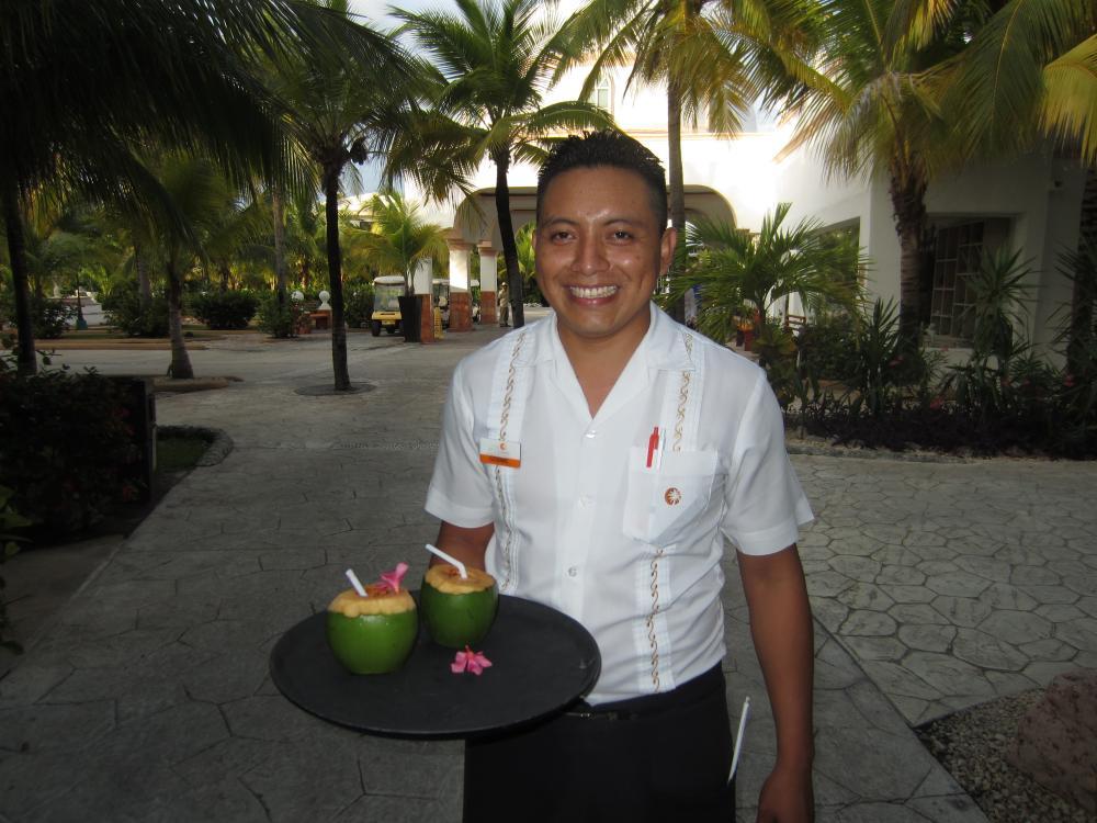 Cocktails when you arrive at El Dorado Seaside
