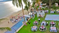 150 guests wedding with ceremony on the beach. White, black and pink colors... a total hit!